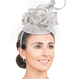 Sinamay fascinator with twisted quill, flower & net